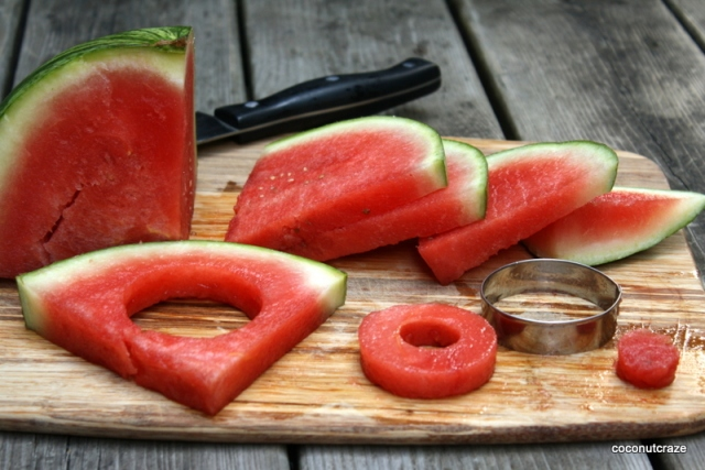 Cutting melon into rings